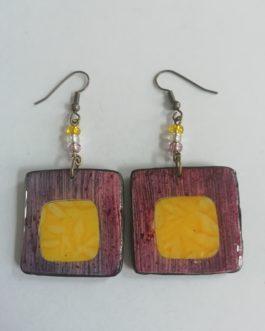 Boucles d'oreilles carrées avec incrustation jaune